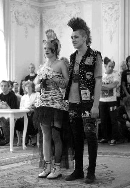 punk esküvő